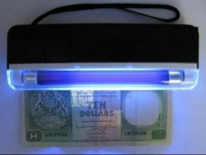 mushii-portable-money-detectoe-3-300x225